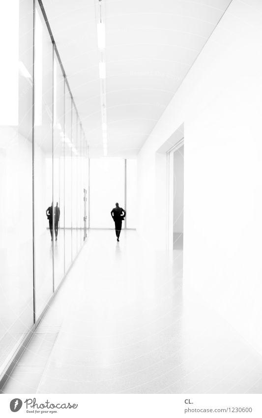 gang Mensch maskulin Erwachsene Leben 1 Museum Architektur Gebäude Mauer Wand Fenster Tür Gang gehen ästhetisch einzigartig Identität Perspektive Ferne