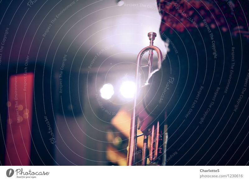 Trompeter Musik Club Disco Lounge Feste & Feiern clubbing Musiker Konzert Bühnenbeleuchtung Feierabend Scheinwerfer Hand Finger Künstler Kultur Veranstaltung