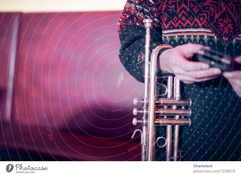 Trompeter Musik Club Disco Lounge Feste & Feiern clubbing Musiker Probe Aufzeichnen Konzert Vorbereitung Bühnenbeleuchtung Scheinwerfer Hand Finger Künstler