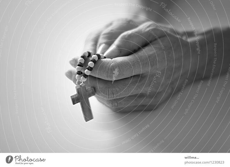 glaube hand beten rosenkranz Hand Finger Hoffnung Glaube demütig Religion & Glaube Gebet Rosenkranz Gebetskette Denken Gott ruhig Ritual heilig Vaterunser
