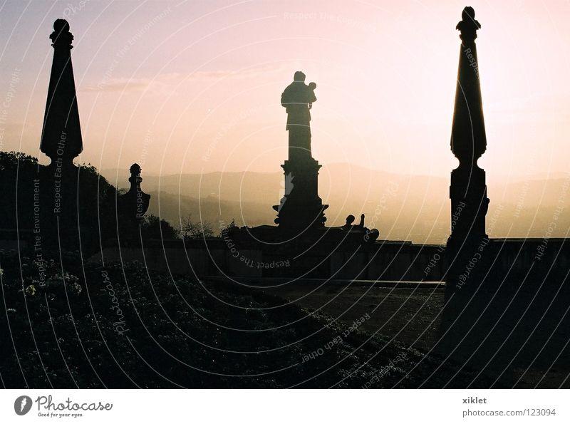 kirche Sonne Stadt Sommer dunkel Stein Religion & Glaube Nebel Kirche Nachthimmel Statue Denkmal Vergangenheit historisch Skulptur Wahrzeichen Portugal