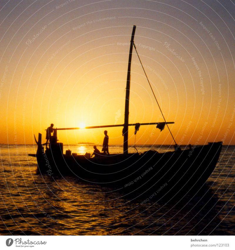 abendrotfischer Wasser schön Meer Ferien & Urlaub & Reisen ruhig Ferne Erholung Glück träumen Wasserfahrzeug Zufriedenheit orange Wellen Insel Romantik Asien