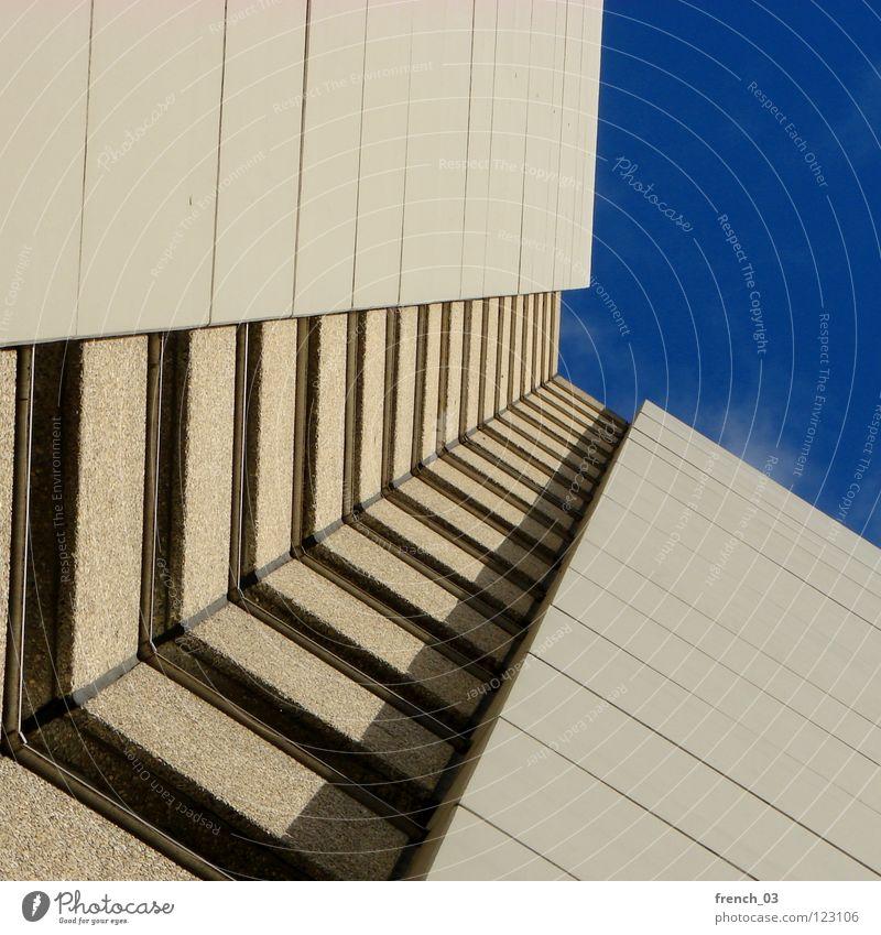 my home is my castle Himmel blau Haus Wolken gelb kalt Wand oben Tod Fenster grau Mauer Linie Zusammensein Architektur