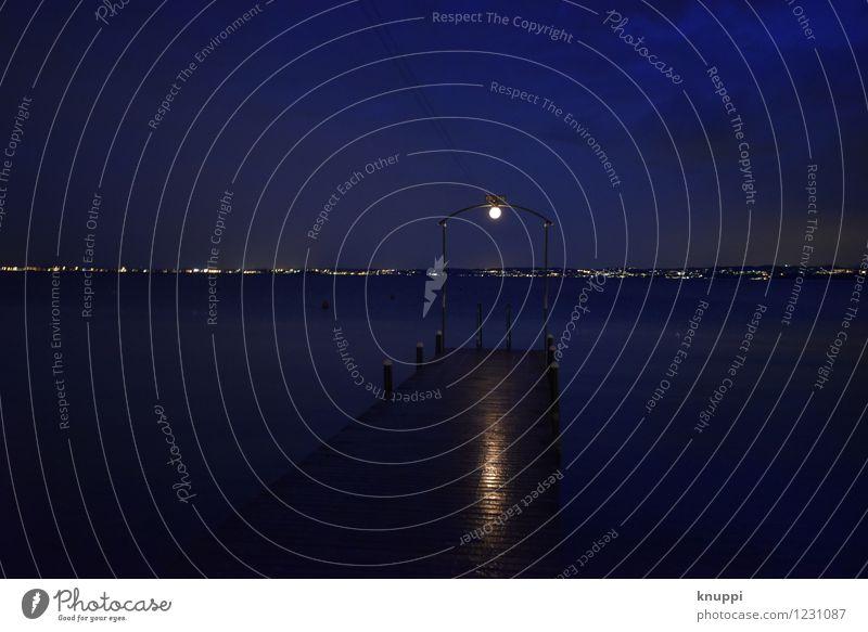 Steg Umwelt Natur Wasser Himmel Wolken Nachthimmel Sonnenaufgang Sonnenuntergang Sommer schlechtes Wetter Gewitter Seeufer Gardasee Italien Europa dunkel