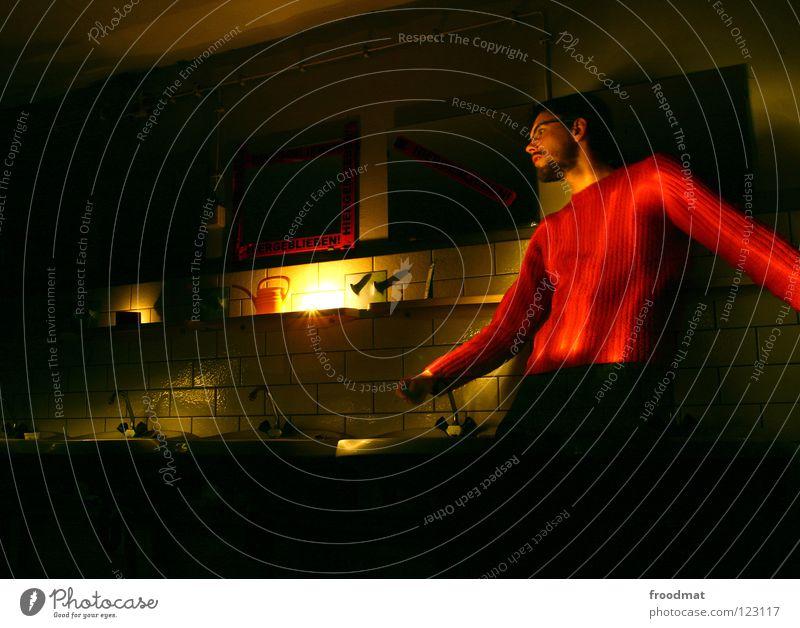 i love red Deutschland Schichtarbeit Langzeitbelichtung Kannen Waschbecken rot Bart Taschenlampe Gießkanne Licht dunkel gruselig froodmat bunkergebiet me