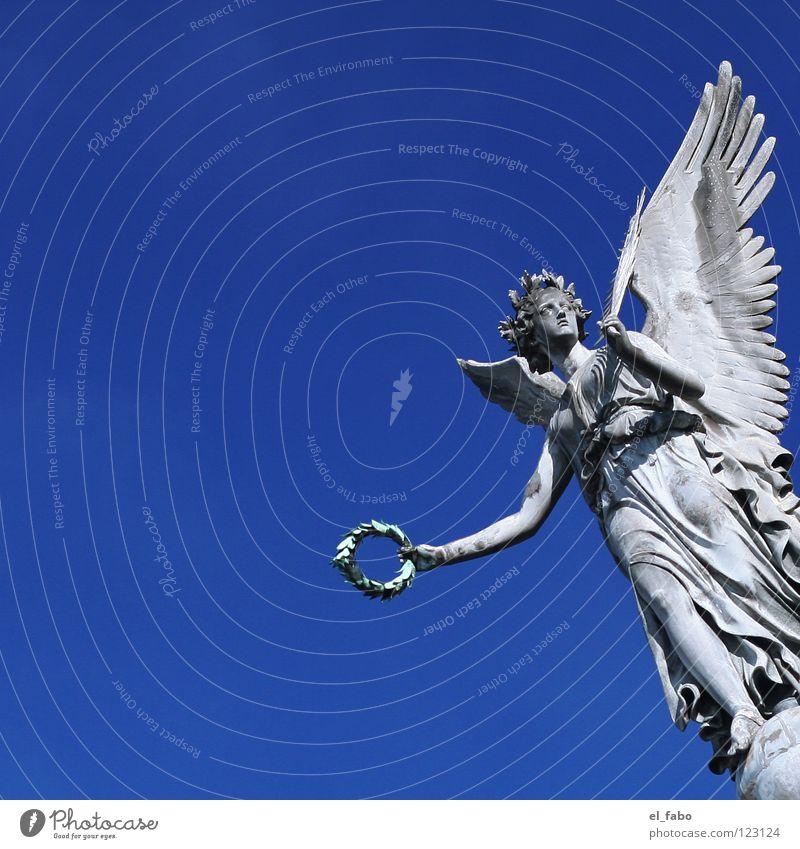 mein engel. Himmel blau Tod Leben Freiheit grau fliegen Beton frei Flügel Engel Frieden Krieg Statue Säule Skulptur