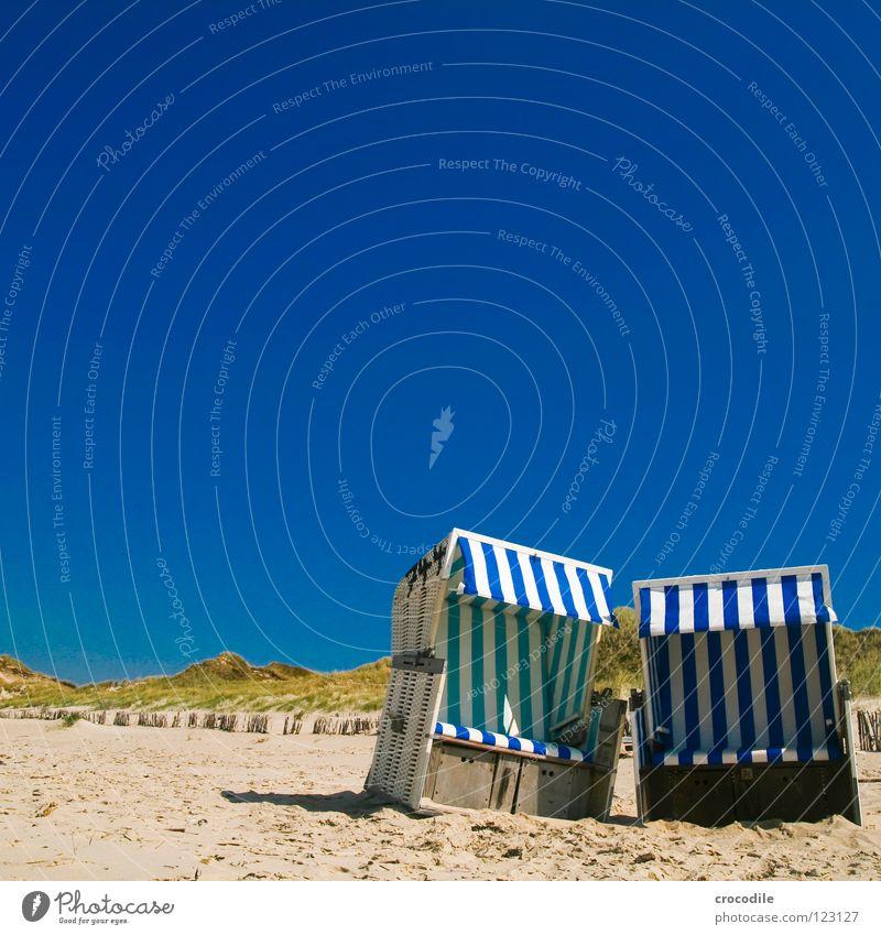 Echte Zuneigung... Strand Meer Sylt Holz Wolken Wachstum bewachsen weiß grün Physik heiß Ferien & Urlaub & Reisen Wetterschutz Streifen gestreift Liebe Sommer