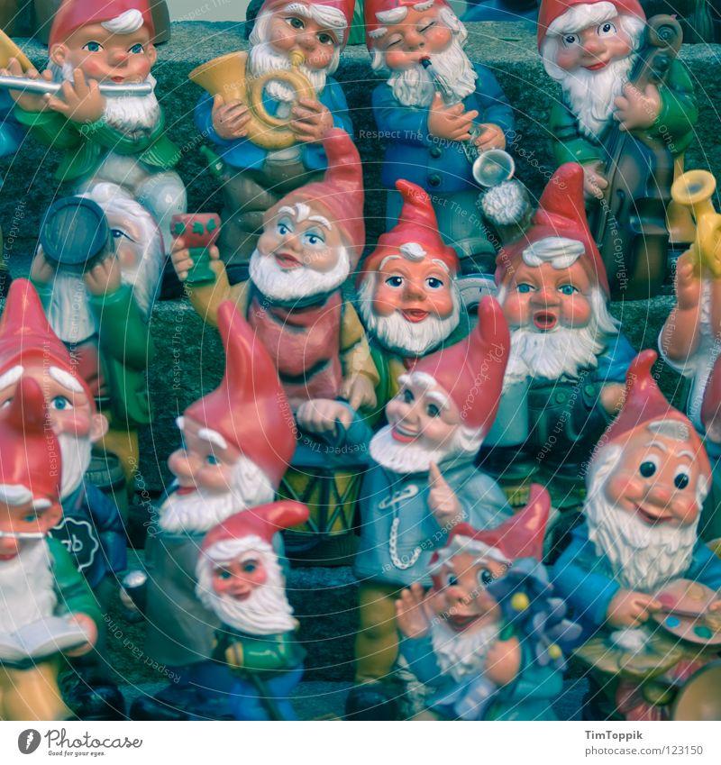 Spießertraum Gartenzwerge Zwerg Haus Heimat Vorgarten Musiker Fröhlichkeit Musikinstrument Mütze Kopfbedeckung Nikolausmütze Bart Vollbart Kinnbart Backenbart