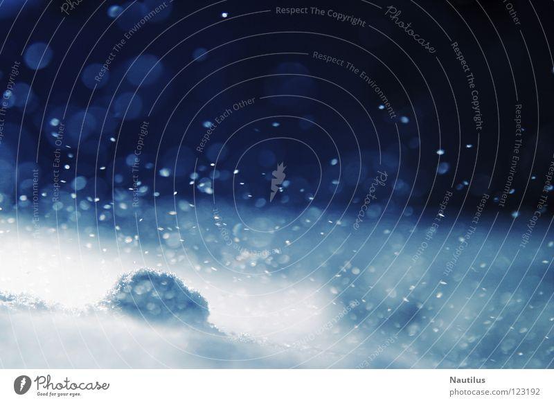 Schneegefecht weiß blau Winter Sand Wind fliegen Luftverkehr Hügel durcheinander Staub Schneeflocke Verwirbelung Flocke Arktis Gefecht