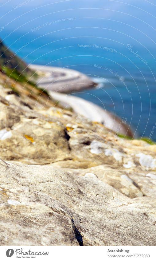 Felsen-Meer Umwelt Natur Landschaft Wasser Sommer Wetter Schönes Wetter Hügel Wellen Küste Mittelmeer Tanger Straße Stein hoch blau braun Kurve Unschärfe Ferne