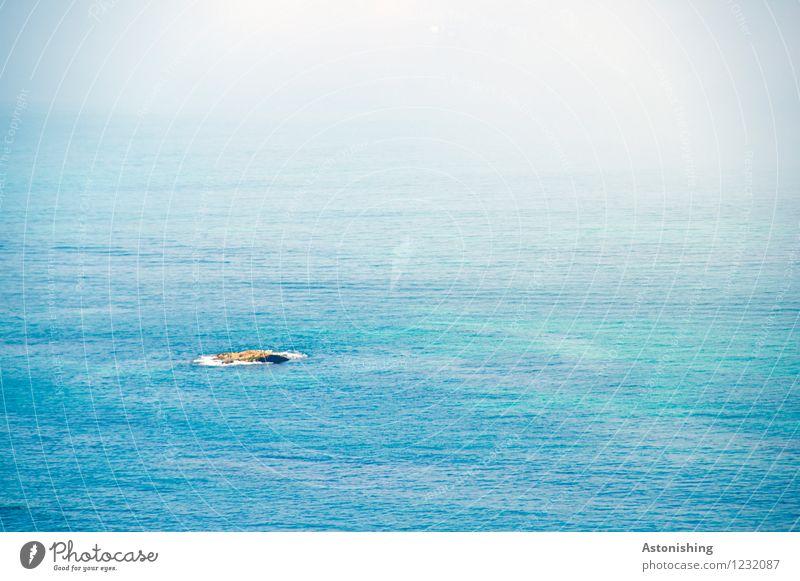 die kleine Insel Umwelt Natur Landschaft Wasser Sommer Wetter Hügel Felsen Meer Mittelmeer blau Einsamkeit Ferne Wellen Farbfoto mehrfarbig Außenaufnahme Muster