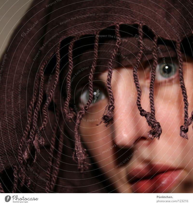 ACHTUNG Augenblick!!! Frau Mensch blau grün Gesicht schwarz Auge Wand Kopf grau braun Angst Haut Nase Lippen Schnur