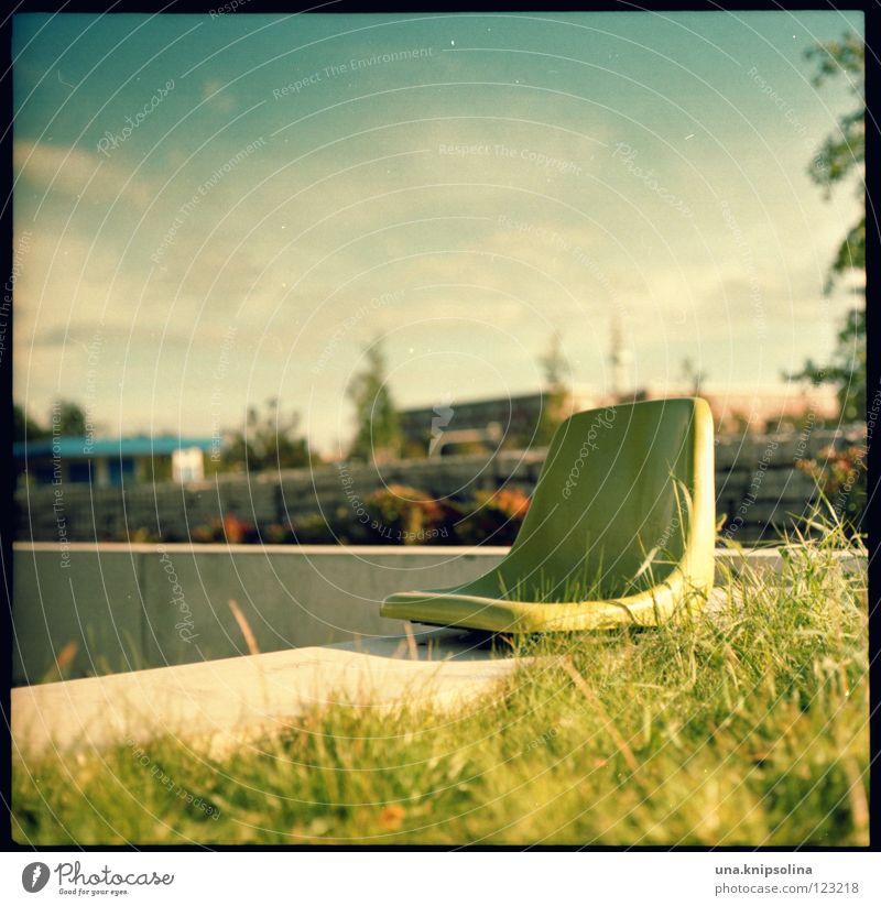 sonnendeck schön Sommer Erholung Umwelt Frühling Gras natürlich Energiewirtschaft Beton Stuhl Statue positiv Sitzgelegenheit Mittelformat