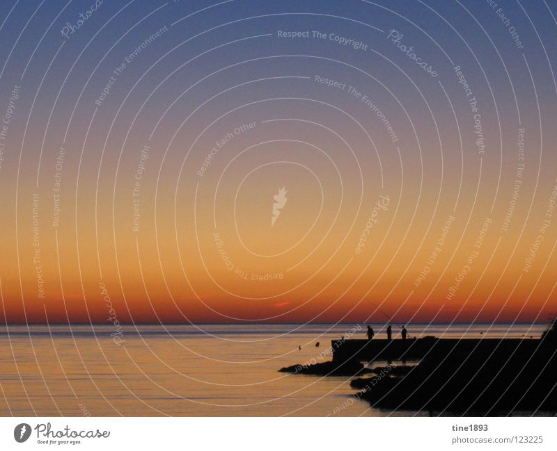Einsames Angeln schön Sonne Meer Sommer Freude ruhig Einsamkeit Freiheit Glück Wärme Stimmung Physik Angeln Abenddämmerung Schwäche Mittelmeer