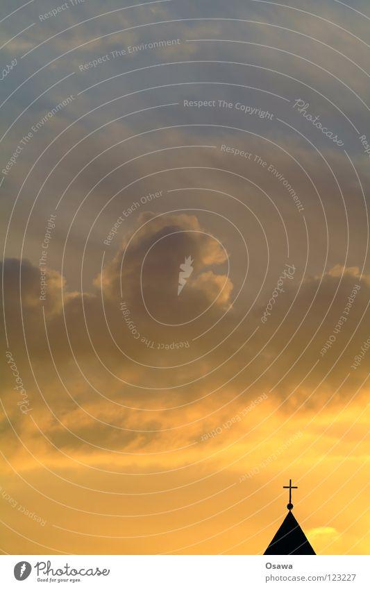 Sonnenaufgang in der Sonntagstraße Himmel blau rot Wolken Religion & Glaube orange Rücken Hoffnung Dach Vertrauen Spitze Gott Paradies Christentum Götter