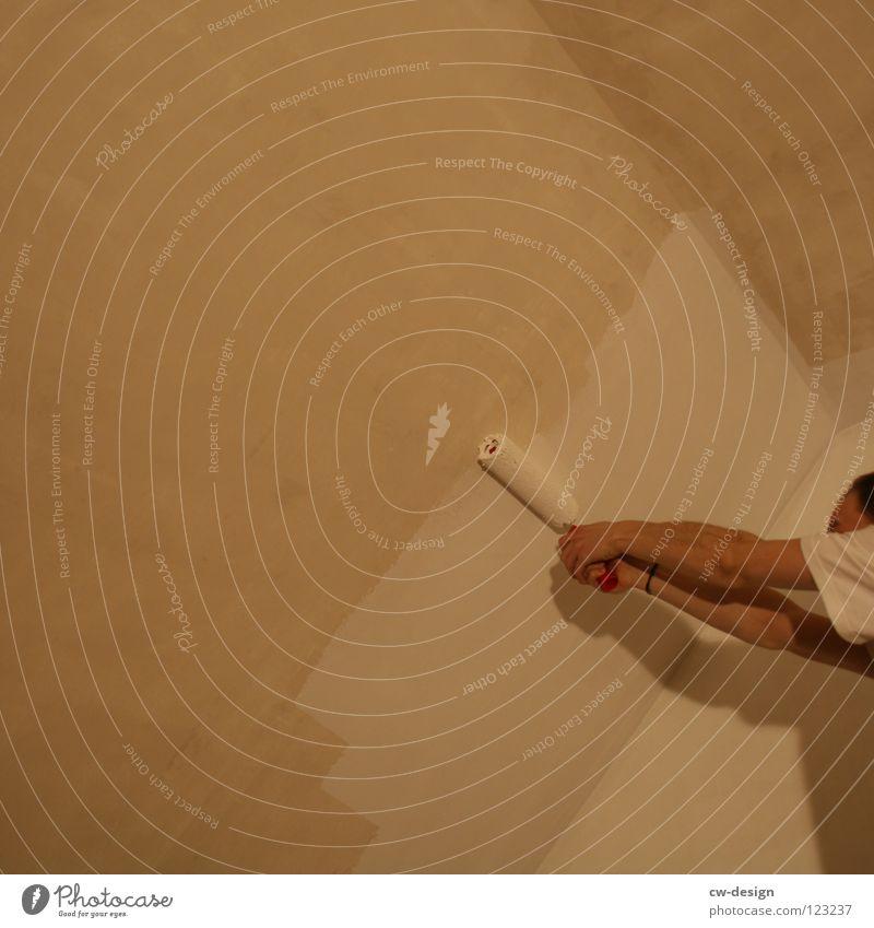BIN ICH MALER ODER WAS??? II streichen Farbanstrich Hand Finger Wand weiß grau Aktion Handwerk dunkel Design Gelbstich gelb Freude schön männer in aktion