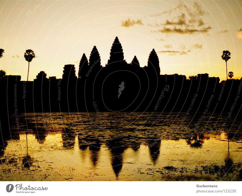 Skyline der Khmer Wasser See gold Turm Asien Denkmal Wahrzeichen Abenddämmerung Tempel Gotteshäuser Abendsonne Kambodscha Angkor Wat