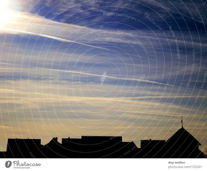 Suncity! Stadt Haus Dach Wolken Dämmerung Küste Sonnenuntergang Farbverlauf Silhouette dunkel Licht Himmel Dorf Natur Abend Insel Nordsee Schatten Kontrast