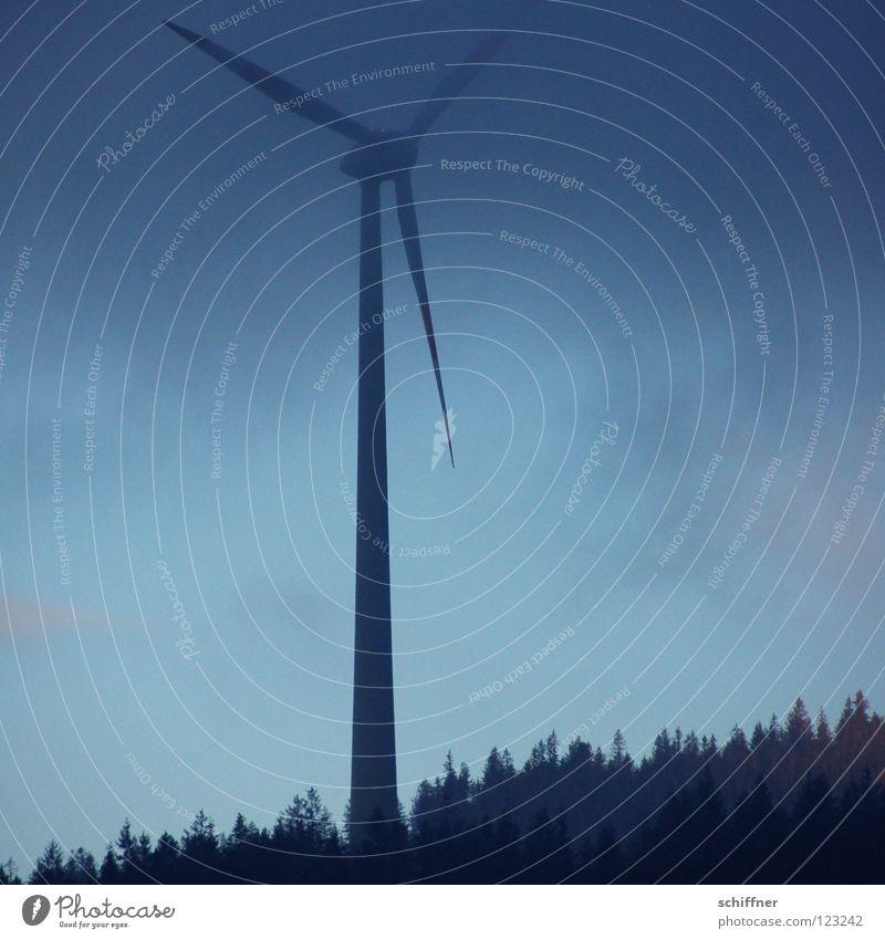 Nebelpause Windkraftanlage ruhig Hochnebel Erneuerbare Energie stagnierend Pause Wald Schwarzwald Schauinsland Tanne Wetter Winter alternativ Sauberkeit