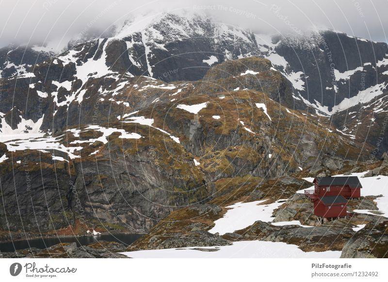 Munkebu - Lofoten Natur Landschaft Wolken Nebel Schnee Moos Felsen Berge u. Gebirge Gipfel Schneebedeckte Gipfel See Hütte ruhig Einsamkeit Abenteuer
