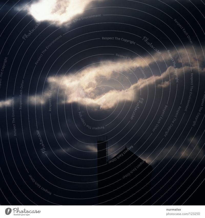 Morgenwacht Wolken dunkel Stimmung grau schwarz gruselig Gebäude Wachsamkeit Einsamkeit Potsdam träumen Wolf aufwachen Architektur Gefühle Turm blau Black