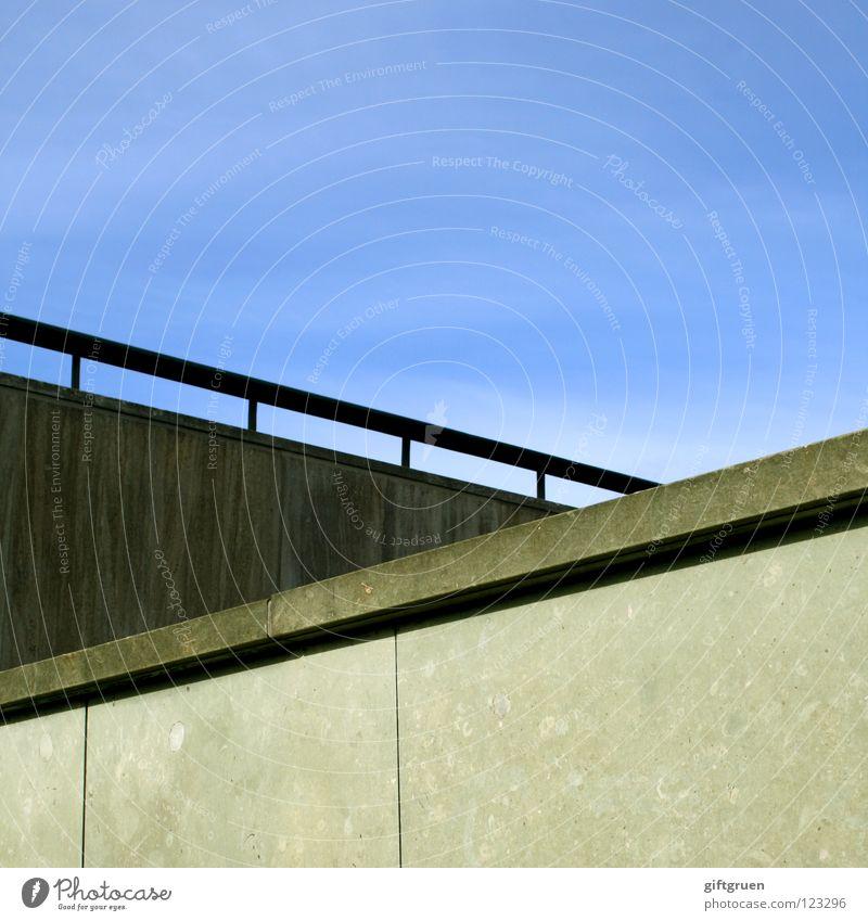 kreuzung Wand Detailaufnahme Himmel Luftverkehr Treppe aufwärts abwärts himmelwärts Geländer himmelstreppe Mischung stairways to heaven blau
