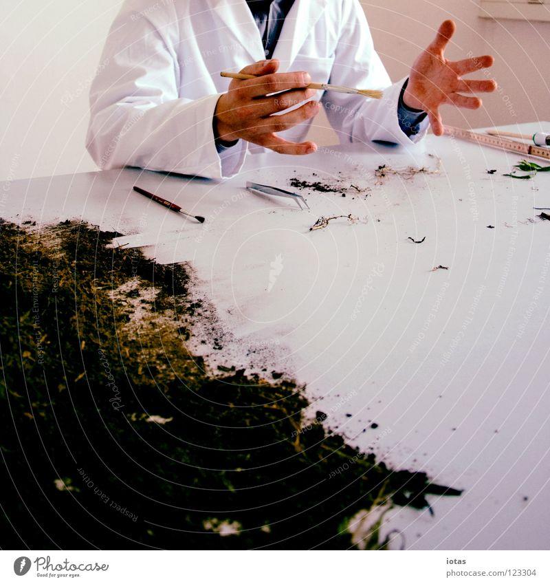 . Mann Hand Arbeit & Erwerbstätigkeit Erde Raum dreckig maskulin Finger Tisch Wissenschaften Sportveranstaltung gestikulieren Konkurrenz forschen Tischplatte