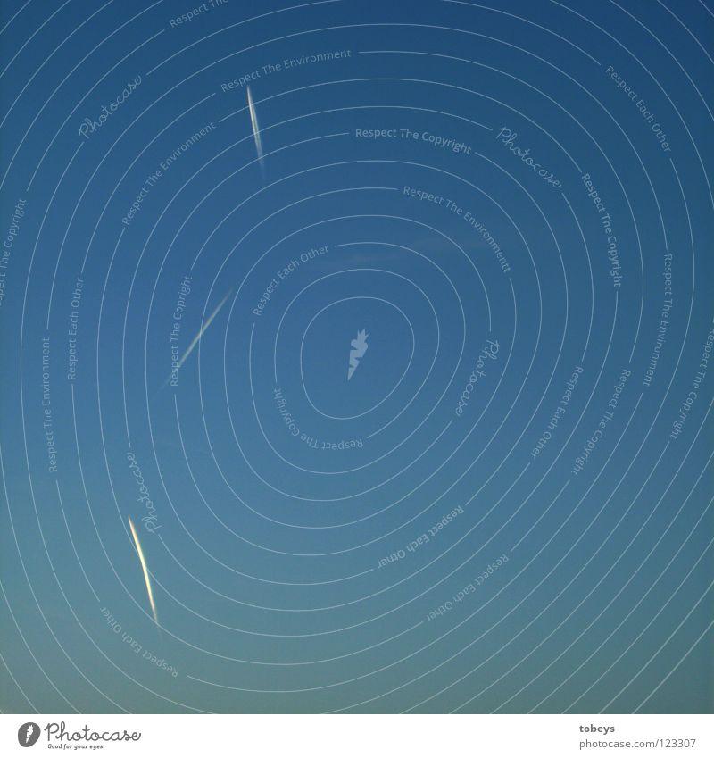 Verplant! Himmel blau Ferien & Urlaub & Reisen weiß Linie frei Luftverkehr Flugzeug Ecke Flughafen Maschine Abgas Umweltverschmutzung Fluggerät Angriff Kondensstreifen