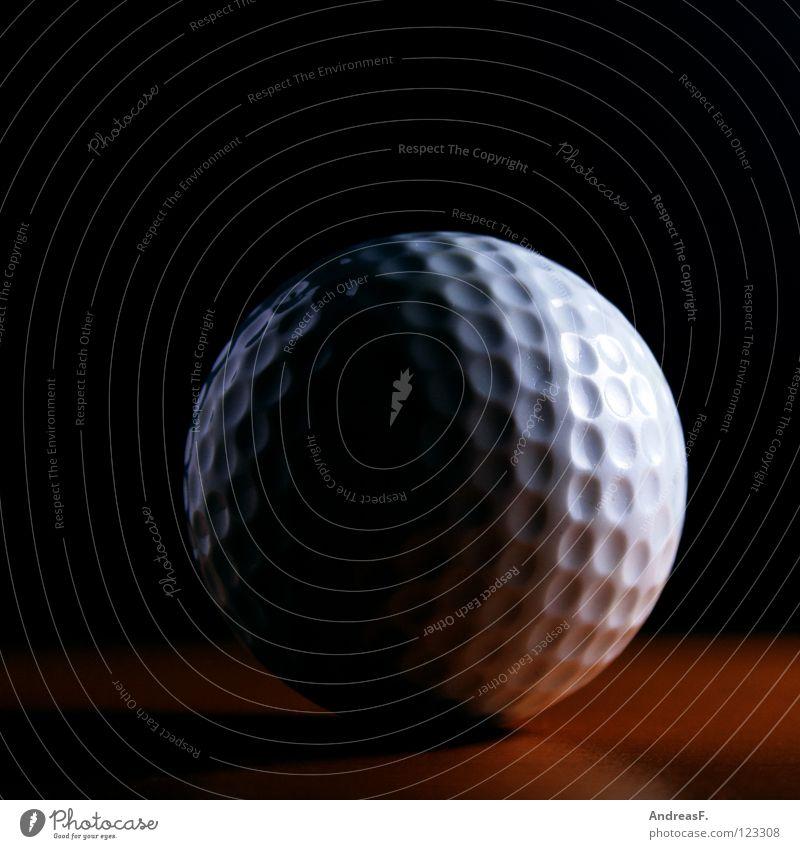 hole in one Golfball Millionär Golfplatz Minigolf üben Noppe Halbmond Vollmond Spielen Freizeit & Hobby Golfer hart Orangenhaut Sport Ballsport Behinderte