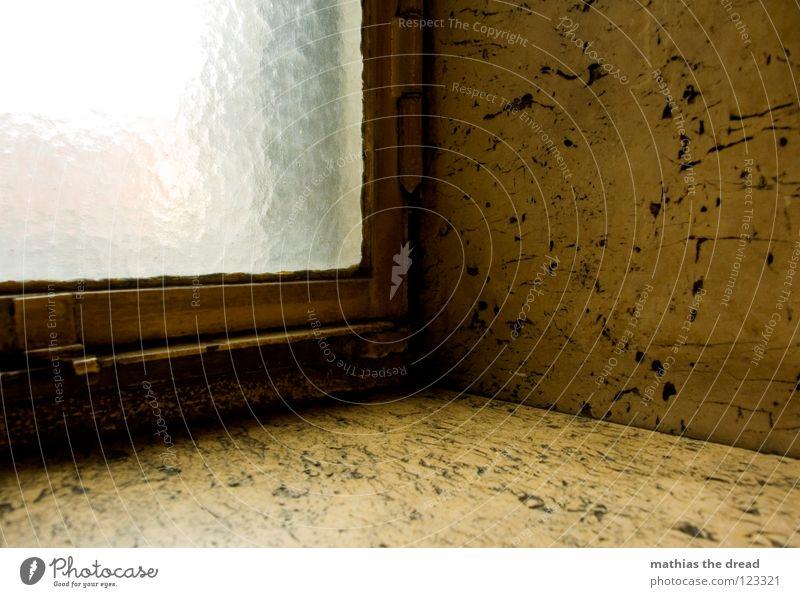 FENSTERBRETT kalt Fenster grau Stein Linie dreckig Glas Fassade Ecke verfallen Langeweile Fensterscheibe Am Rand Glätte hart