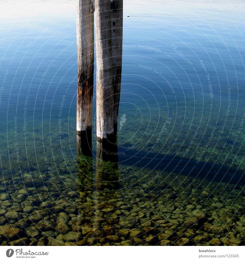 bis auf den Grund See durchsichtig Oberfläche Reflexion & Spiegelung grün grau stehen Licht tief ruhig Wasser blau Stein Klarheit Pfosten Schatten