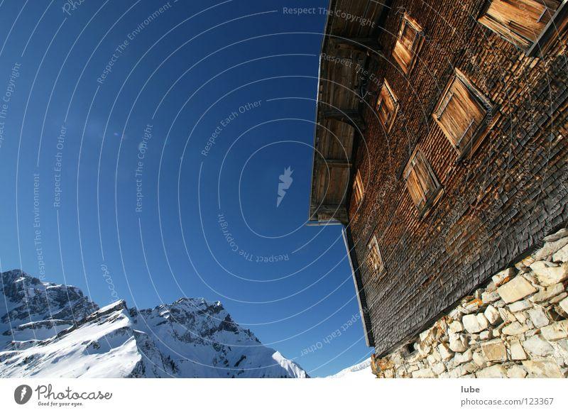 Almhütte Berghütte Dachziegel Luft Winter Haus verfallen Hütte Berge u. Gebirge Hüttengaudi Alphütte