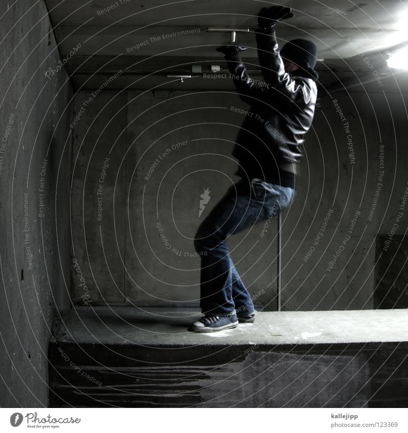 das erste mal Mensch Himmel Mann Hand Stadt Haus Fenster Berge u. Gebirge Gefühle Architektur springen See Lampe Luft Linie Tanzen