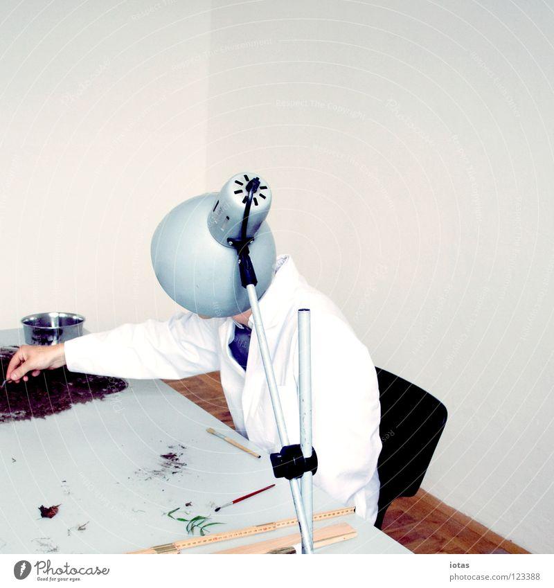 . Mann maskulin Lampe Arbeitsplatz Tisch unerkannt Kittel Wissenschaftler forschen klug Wissenschaften Konzentration verstecken Arbeit & Erwerbstätigkeit Raum