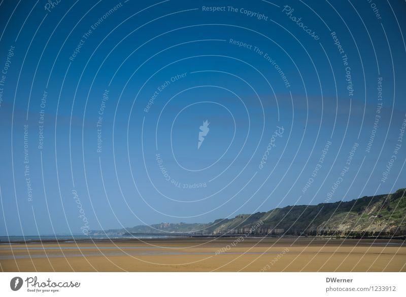 Strand Ferien & Urlaub & Reisen Ausflug Abenteuer Ferne Freiheit Sommer Meer Berge u. Gebirge Natur Landschaft Urelemente Sand Wasser Himmel Wolkenloser Himmel