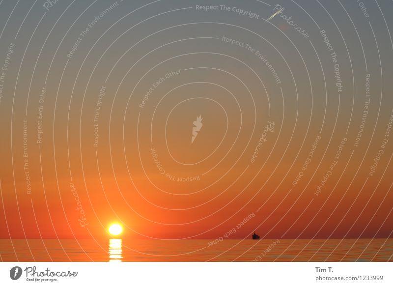Ostsee Wasser Himmel Wolkenloser Himmel Horizont Sonne Sonnenaufgang Sonnenuntergang Sonnenlicht Sommer Wetter Schönes Wetter Meer Verkehrsmittel Verkehrswege