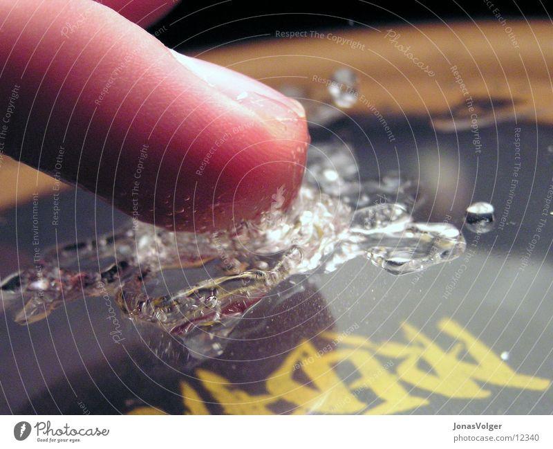 Formen des Wassers 2 Bewegung Wassertropfen schwingen Schall