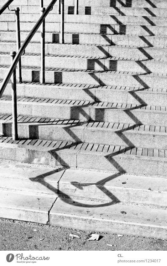 stufen Schönes Wetter Treppe Treppengeländer eckig Perspektive Wege & Pfade aufwärts Zickzack Schwarzweißfoto Außenaufnahme abstrakt Muster Menschenleer Tag