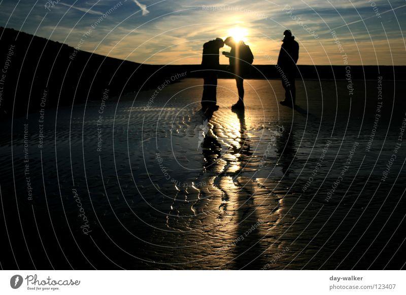 End of day Meer Strand Wellen Reflexion & Spiegelung Stimmung Dämmerung Sonnenuntergang Wolken Menschengruppe Küste Erde Sand Spuren Stranddüne reflektion