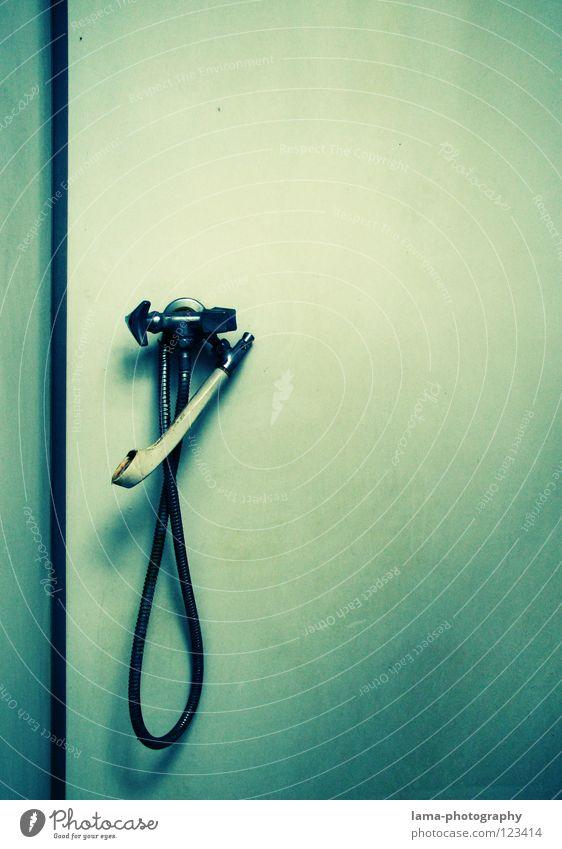CLEAN. alt Wasser Erholung Einsamkeit Wand Innenarchitektur Metall Wohnung Wassertropfen retro Sauberkeit Reinigen Bad Schwimmbad hängen feucht