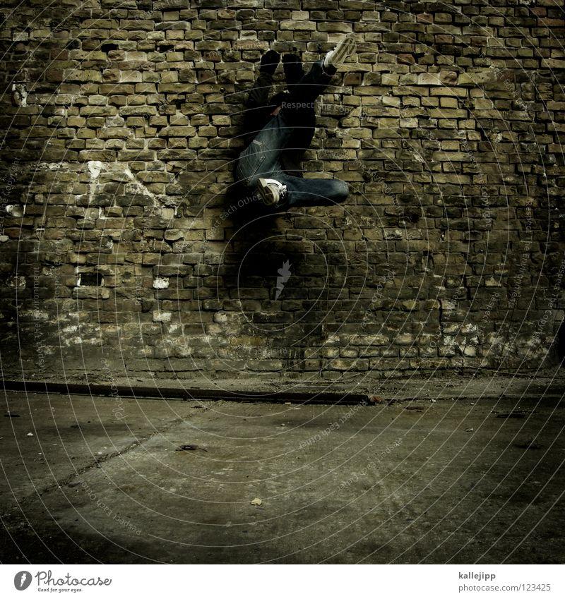 wandschmuck Mann Silhouette Dieb Krimineller Rampe Laderampe Fußgänger Schacht Tunnel Untergrund Ausbruch Flucht umfallen Fenster Parkhaus Geometrie Gegenlicht