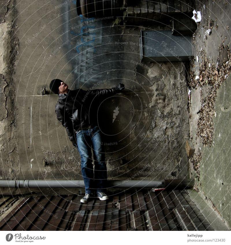 stand by me Mann Silhouette Dieb Krimineller Rampe Laderampe Fußgänger Schacht Tunnel Untergrund Ausbruch Flucht umfallen Fenster Parkhaus Geometrie Gegenlicht