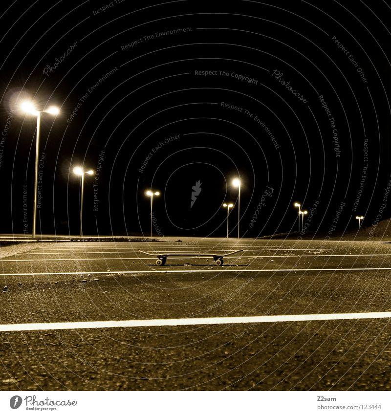 PARK-AND-SKATE parken Parkplatz Laterne Nacht dunkel Physik Teer Beton stehen Skateboarding Sportgerät Dinge Wärme Holzbrett Parkdeck Rolle Achse Linie