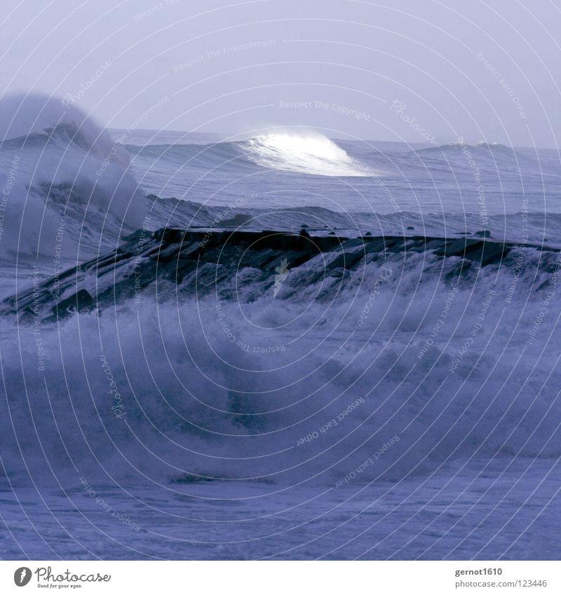 Weißes Wasser Natur Wasser weiß Sonne Meer Spielen Wellen Küste Wetter Gewalt Surfen Brandung Klippe Seemann Atlantik