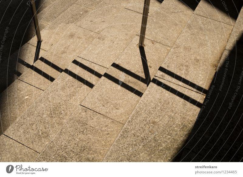 Leitlinien Schönes Wetter Menschenleer Gebäude Architektur Treppe Fußgänger Wege & Pfade Fußweg Stein Linie Streifen entdecken gehen ästhetisch grau schwarz Mut