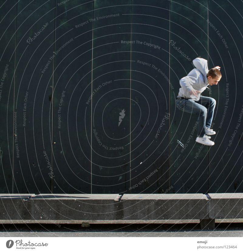 JUMP again Mann Wand gehen springen hüpfen Barriere türkis Mensch Luzern grün Hintergrundbild Jugendliche Freude Spielen hochgehen man young Dynamik Bewegung ^^