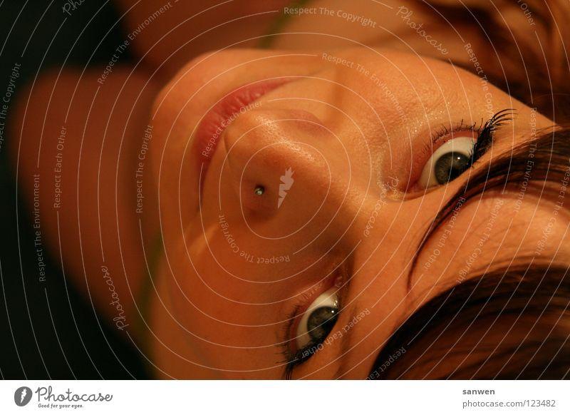 sonntagskind Frau Piercing Nasenpiercing Wimpern Augenbraue schwanger Oberschenkel Geburt Beginn Ankunft entstehen Herkunft Schutz schön bezaubernd Vorfreude