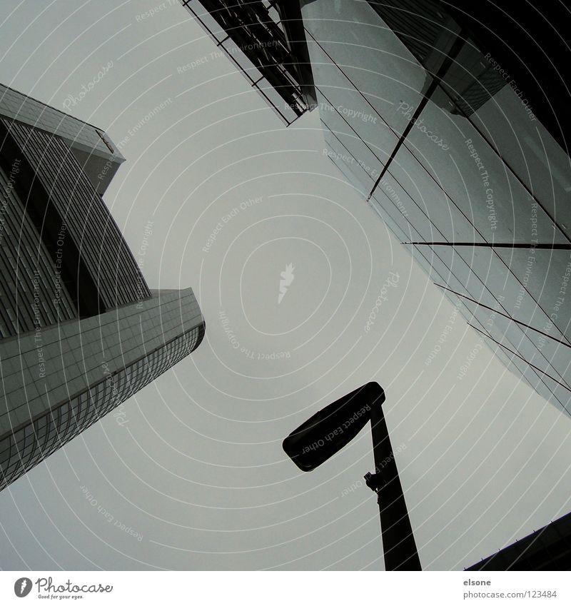 ::NACKENSCHMERZEN:: Haus groß Stadt Hochhaus Himmel Quadrat Gebäude Stahl Beton Spiegel Fenster Eisen kalt Teer schwarz graphisch einfach Frankfurt am Main