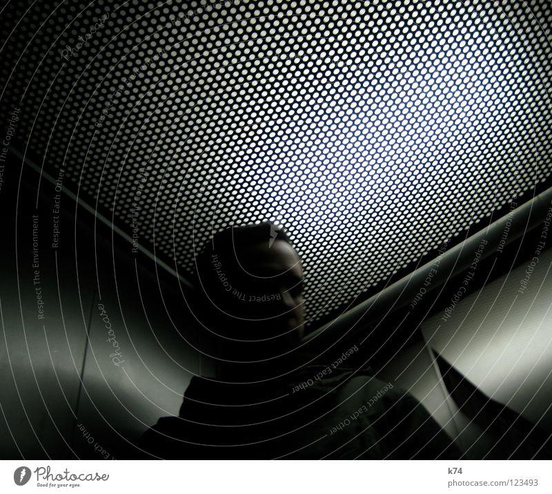 LIFT Mann kalt Bewegung Metall Ecke Punkt Fahrstuhl Verlauf Dreieck Lichtpunkt
