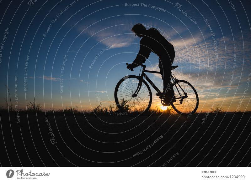 fahren Mensch Himmel Ferien & Urlaub & Reisen Mann Sommer Landschaft Freude Ferne Erwachsene Berge u. Gebirge Leben Sport Freiheit Lifestyle Freizeit & Hobby Wetter